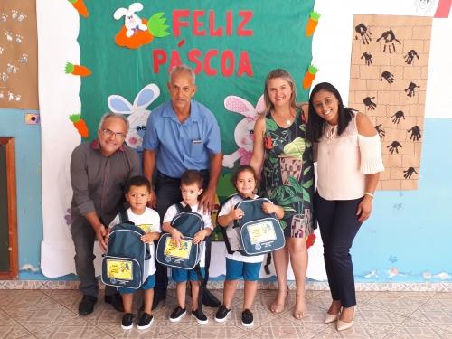 2d1b8635a3 Entrega dos uniformes escolares para alunos da Creche Municipal